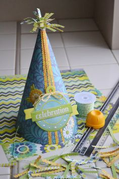 DIY paper party hat with a free printable template. #wermemorykeepers #parties #papercrafting