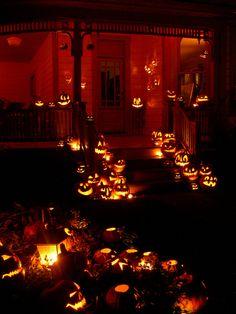 halloween outdoor decor - jack-o-lanterns