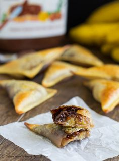 Banana Nutella wontons are easy and delicious treats. Caramelized banana slices covered with Nutella and wrapped in crunchy wonton wraps… Wh...