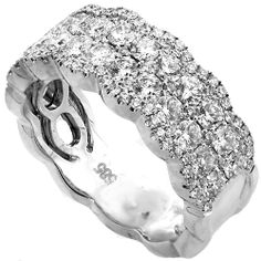 Gorgeous right hand ring for mom