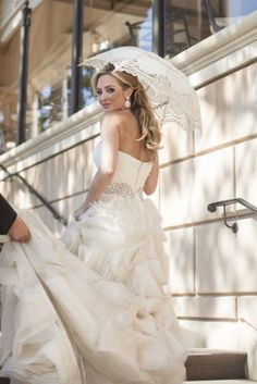Brides Vintage Parasol...A parasol! ♥!