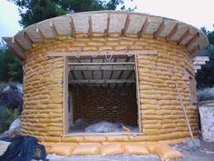 How to build an earthbag home! http://www.tinyhouseliving.com/earthbag-house-building-tutorial-kerry-bingham/ house building, earthbag house
