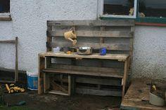 Making a DIY mud kitchen (for free!)