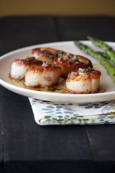 Seared scallops with browned butter lemon sauce