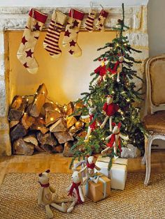 Awesome Christmas Tree Decorations For Kids Room : Adorable Small Kids Christmas Tree Decoration with Cute Doll Ornaments for Children Room ...