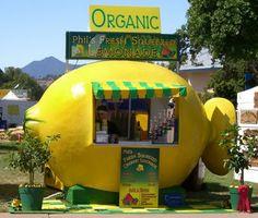 Now that's a Lemonade Stand! #Summer #PopUp #Retail lemonade stands, cool lemonade stand, lemonad stand, summer popup