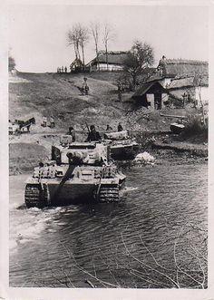 Tigers coming through #worldwar2 #tanks