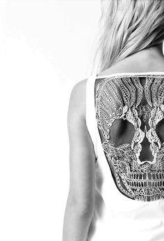 SKULL lace.