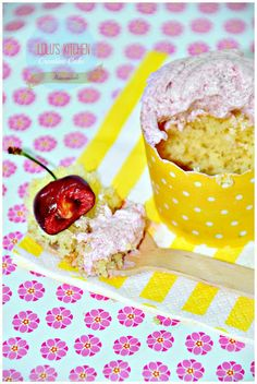 Lulu's Kitchen: CUPCAKES DE ALMENDRAS Y GLASEADO DE CEREZA