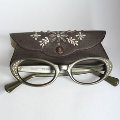 sweet little glasses - so cute!
