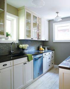 Ivory Cabinets/Black Soapstone/Retro Lights