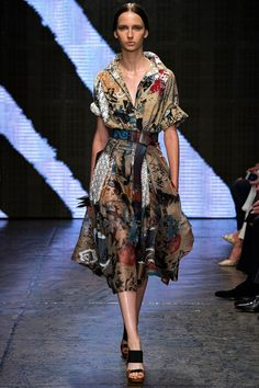 See the Donna Karan Spring 2015 collection on Vogue.com.