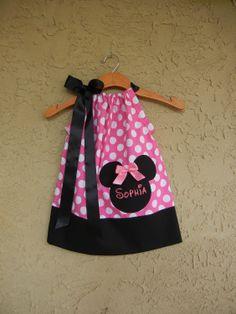 Monogrammed Minnie Mouse Polka Dot Pillowcase por theuptownbaby