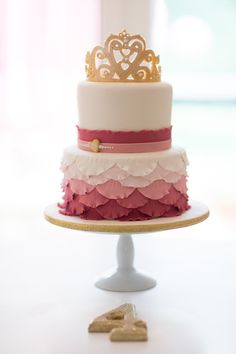 #cake-toppers, #crown, #ombre, #girls, #cake, #birthday-cake, #ruffle, #party-theme, #pink, #dessert, #princess, #girls-party  Photography: Kari Herer - kariherer.com/