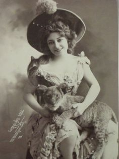 vintage photographs of circus performers - c.1890s-1910s [via vintage everyday; link to set of images]