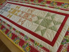 SUMMER PICNIC Vintage Look Quilted Table Runner