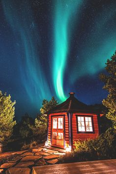 Aurora over Norwegian house  (by Hans Marius Mindrum on 500px)
