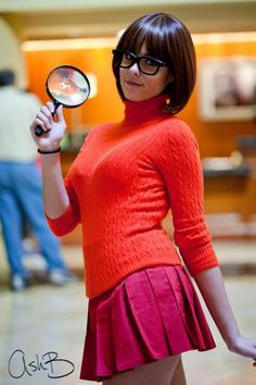 @Julie Browne I think I found your halloween costume for this year! This looks like your hair cut! Velma from Scooby doo