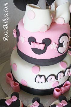 Resultado de imágenes de Google para http://rosebakes.com/wp-content/uploads/2012/07/Minnie-Mouse-Birthday-Cake-Bows-590x885.jpg