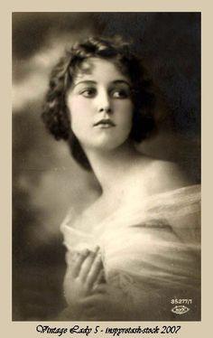 Vintage Lady 5 by *Beinspyred on deviantART