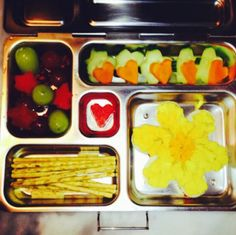 Alyson Hannigan's kids' lunches: fun shapes! Heart-shaped veggies, star fruit, and flower-shaped protein