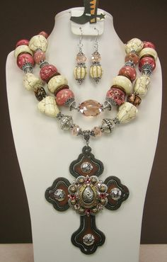 Raspberry / White Chunky Western Cowgirl Necklace w/ Horseshoe Cross Pendant SET