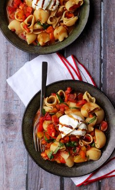 Pasta with No Cook Heirloom Tomato Sauce with Burrata by joanne-eatswellwithothers #Pasta #Tomato #No_Cook #Burrata