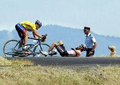 La caída de Beloki y el campo a través de Armstrong, Tour de Francia 2003