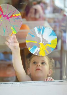 Kids Art Activity:  Spin Art Sun Catchers - definitely trying this one!