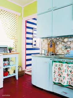 turquoise and yellow kitchen interior design, hous inspir, colors, dream hous, colorful kitchens, blue kitchens, coloured kitchen, color inspiration retro, retro kitchens