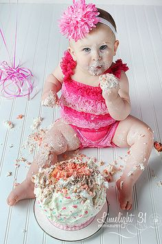 cake smash photo session @Rosemary F.L. Torres  must do this ♥