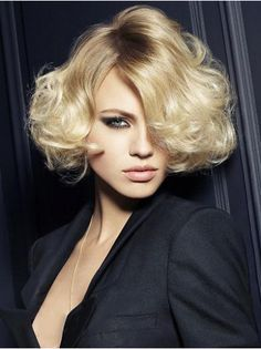 Blonde Wavy Synthetic Tempting Short Wigs