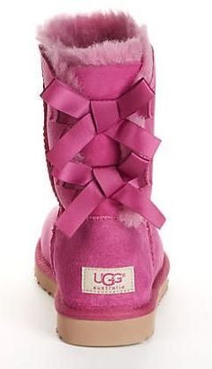 cUte Pink Bow Uggs for Fall // #victoriasecret #pink
