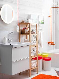 Det är dags att skapa rum både för egentid och hela familjen! Badrummet ska vara funktionellt, personligt, ha gott om förvaring och samtidigt vara en plats där lugnet får råda. GODMORGON/ODENSVIK kommod, LUNDSKÄR tvättställsblandare, STORJORM spegel med belysning, MOLGER hylla.