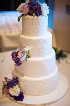 Elegant-White-Wedding-Cake-with-Purple-Flowers