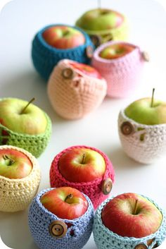 Crochet apple holder. Too cute!