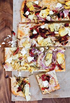 11 Easy Appetizers For Summer Entertaining // Artichoke and Sun-Dried Tomato Focaccia