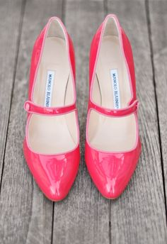 love these pink patent leather pumps for the bride