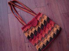 'Spikes Strike' purse ~  crochet pattern @ http://jugglersboat.wordpress.com/2011/07/30/spikes-strike/