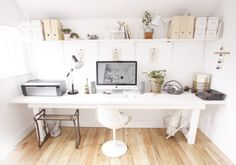 http://simpledesks.net/post/90713692301/a-custom-built-desk-by-jeremy-kelly-for-his