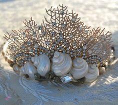 Mermaid crown (how cute is this???-L)