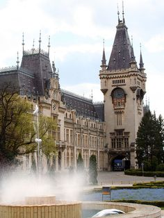 The Palatul Culturii, one of the largest buildings in Romania, which houses four museums (Museum of History, Museum of Art, Museum of Ethnography, Museum of Science and Technology). // Iaşi, Romania