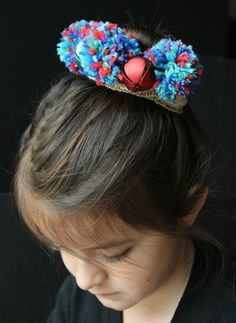 Help your child make this sweet pom pom crown, she'll be so excited to give friends gifts she made herself!