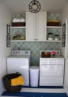 Pretty wallpaper in this laundry room!