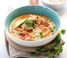 You can totally rock this slow cooker Thai Chicken soup #thaisoup #slowcook