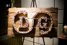 #Cork #Monogram | #DIY | Photography: Callaway Gable | See the wedding on SMP - www.StyleMePretty...