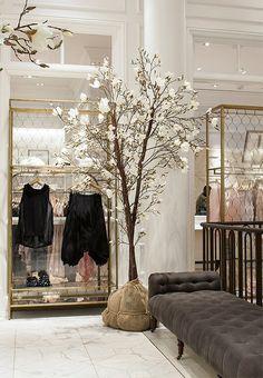 Go inside Club Monaco's 5th Avenue flagship store: https://www.onekingslane.com/live-love-home/club-monaco-decorating-ideas/