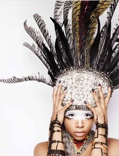 Kelis white face paint, feather head dress