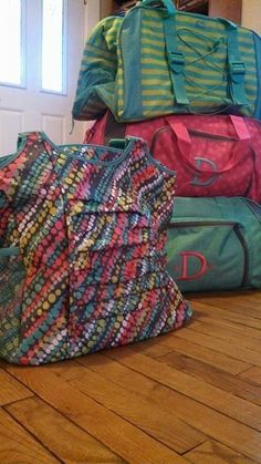 April Special DUFFLES ONLY in APRIL 2014 Thirty-One APRIL 2014 ONLY!! www.mythirtyone.com/AuntieBling