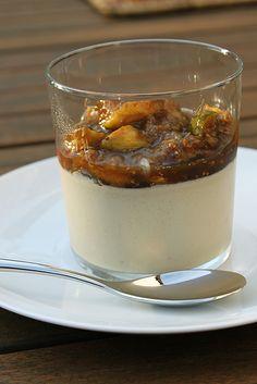 Panna cotta au lait d'amande et pistaches, compotée de figues by Marion Elie, via Flickr